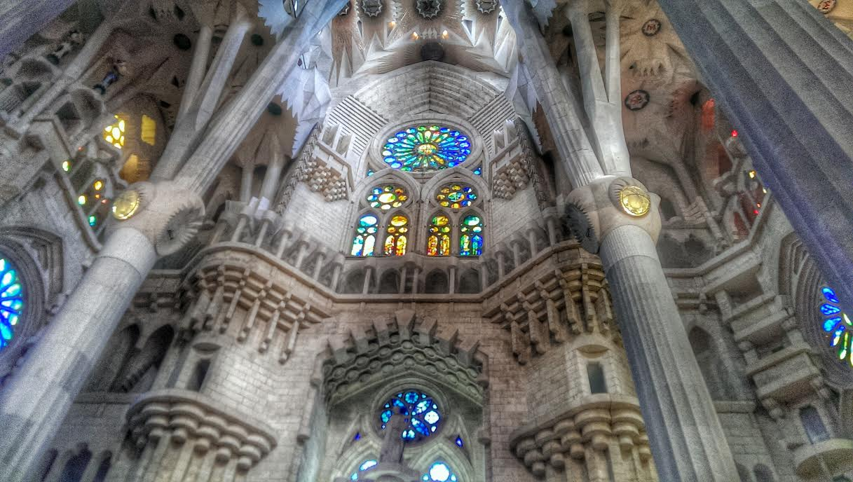the magnificent interior of la sagrada familia in photos