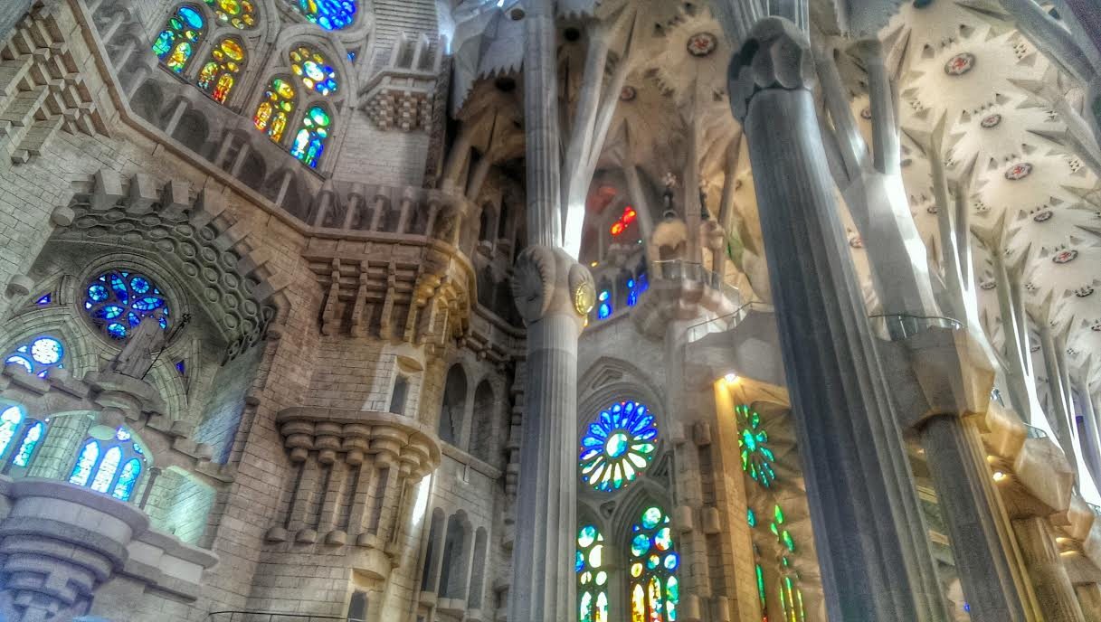 la sagrada familia interior images