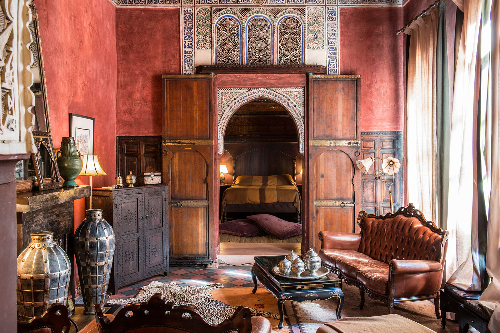 the best art hotels in marrakech wanderarti. Black Bedroom Furniture Sets. Home Design Ideas